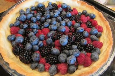 Пай с горски плодове сглобяване на сладкиш