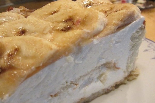 Плодова торта с извара и банан