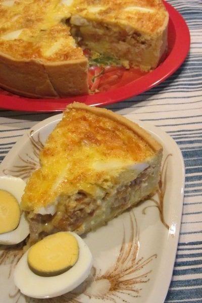 Киш с картофено пюре пиле и лук