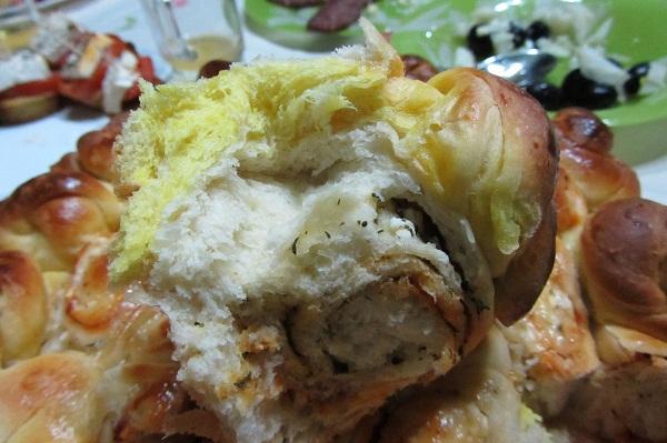 Питка със сирене и подправки парченце