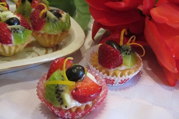 Кошнички с крем и плодове рецепта
