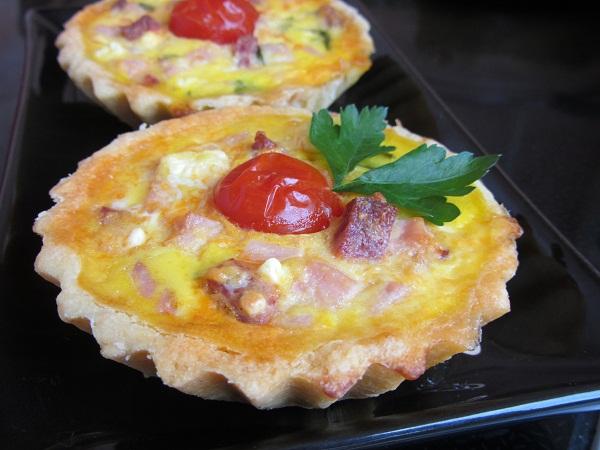 тарталети с яйце и сирене