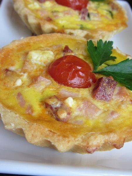 тарталети с яйца сирене бекон