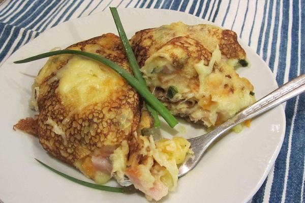 Палачинки с пълнеж от картофено пюре и бекон