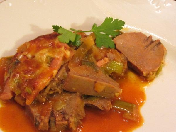 Рецепта свински език с праз в гювече