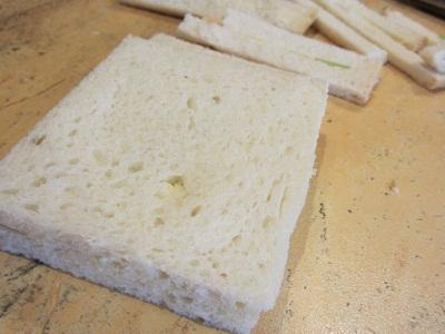 традиционен английски сандвич с краставица и масло