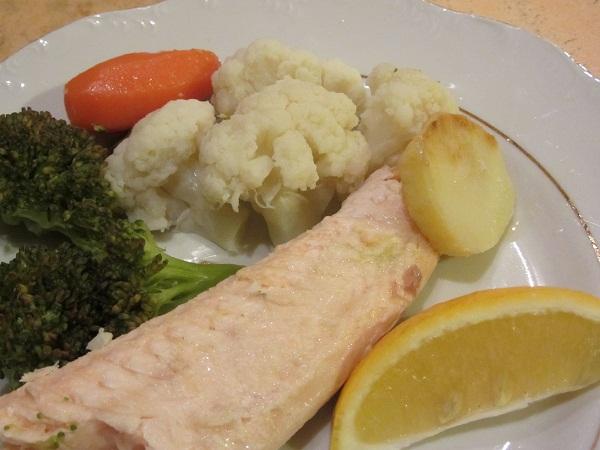 пъстърва на фурна с плънка зеленчуци