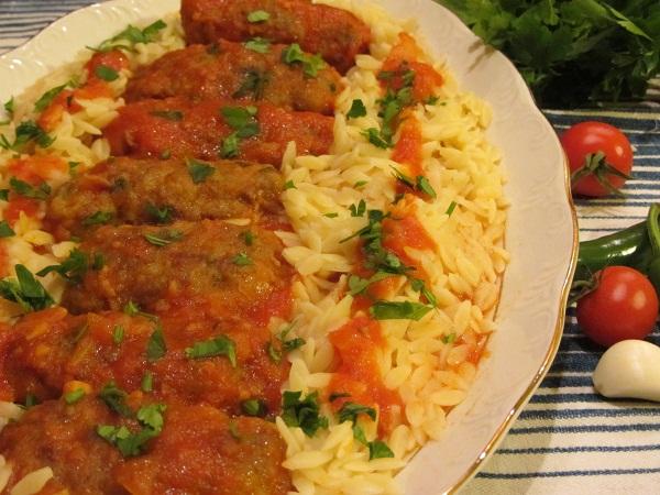 кюфтета от телешка кайма с доматен сос и арпа фиде