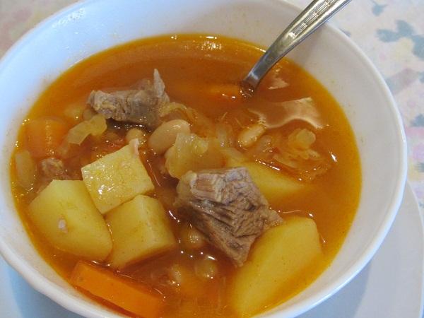 супа със свинско месо и зелева чорба