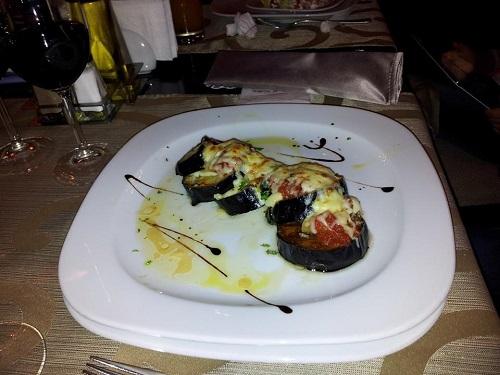 Патладжан на фурна с домати и моцарела ресторант