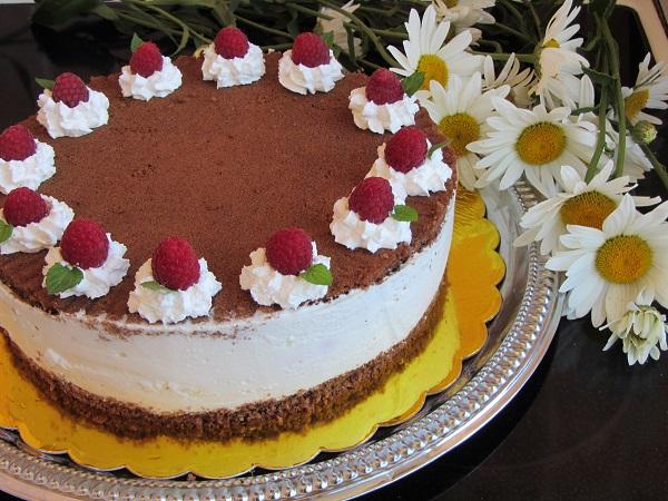 плодова торта с малини