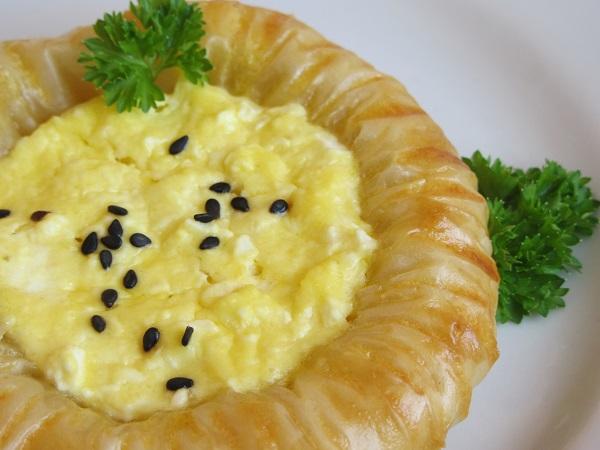 банички с яйца и сирене