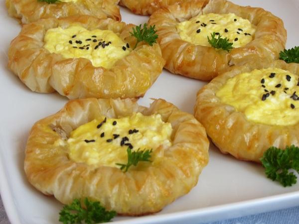 банички слънчогледи с яйце и сирене