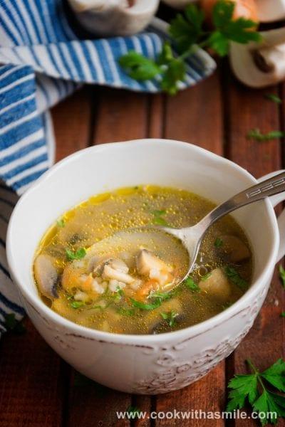 бистра-гъбена-чорба-с-ориз-гъбена-супа