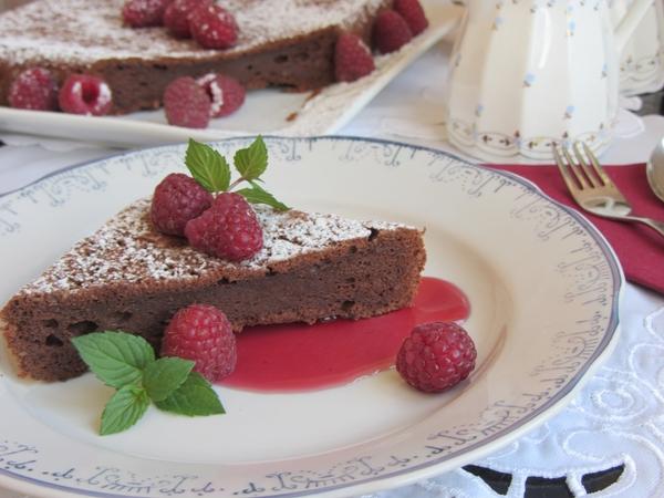 как-се-прави-торта-шоколадово-суфле-с-малинов-сос