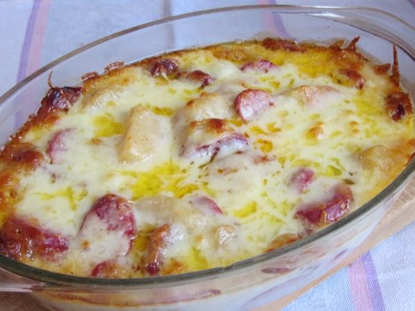 картофена запеканка с колбас