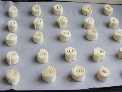 рецепта-лесни-сладки-с-бутер-тесто-охлювчета-от-бутер-тесто