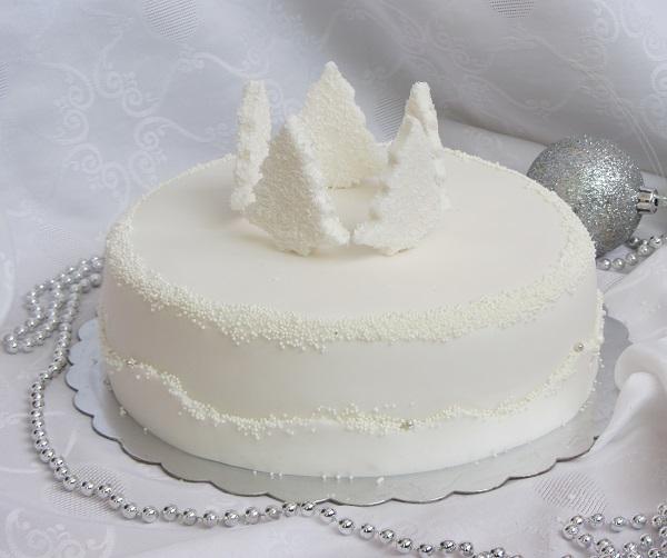бяла шоколадова торта