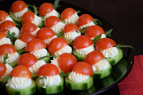 парти-хапки-идеи-краставица-домат