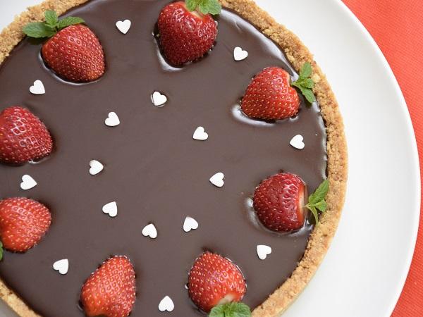 шоколадов-тарт-с-ягоди