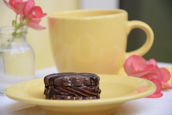 шоколадови-бисквити-с-шоколадов-крем
