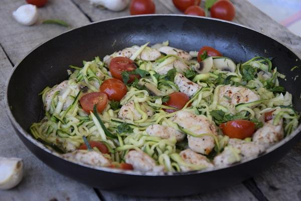 спагети от тиквички с пиле
