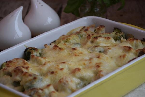 пиле с броколи и бешамел на фурна рецепта