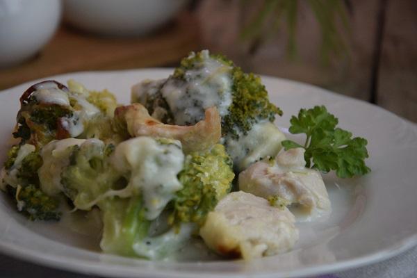пиле с броколи и сос бешамел