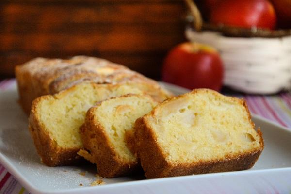 маслен ябълков кекс