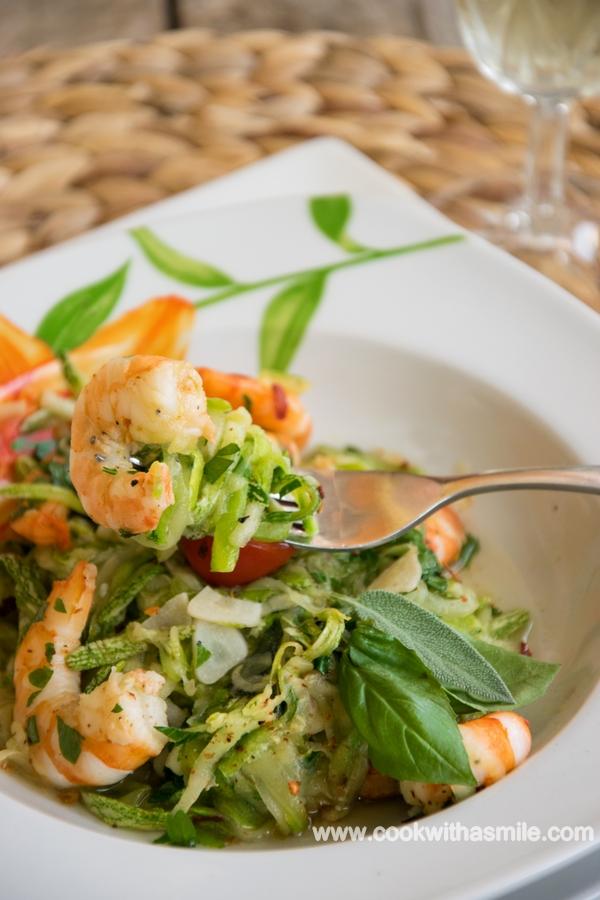 рецепта спагети от тиквички със скариди и чесън