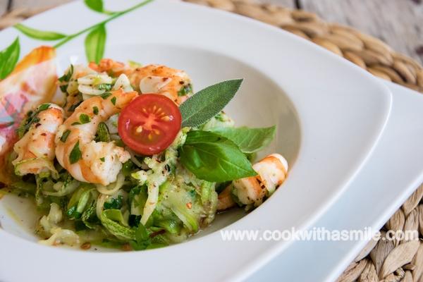 спагети-от-тиквички-със-скариди