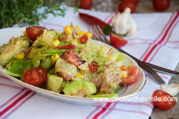 салата с риба тон и авокадо