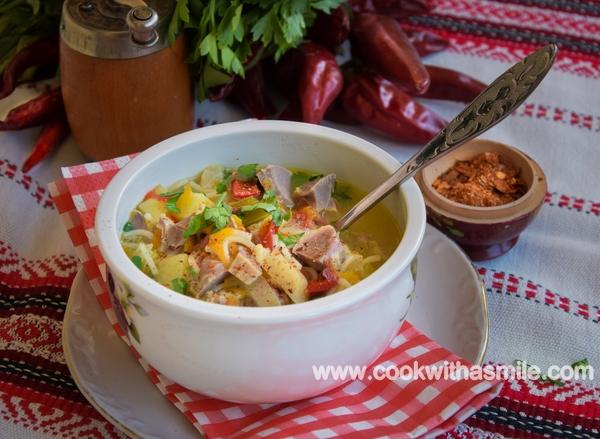 Супа с пилешки воденички – топла супа в голяма купа моля