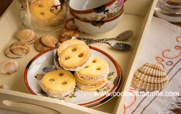 рецепта за маслени бисквити с карамелено кокосов крем