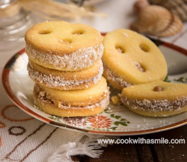 рецепта маслени бисквити с карамелен крем