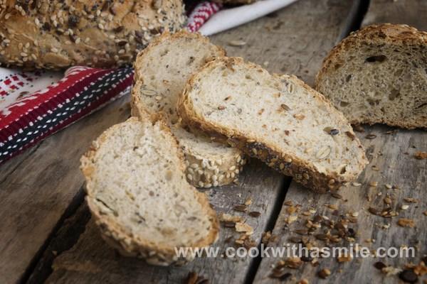 домашен пълнозърнест хляб със семена сусам маково семе