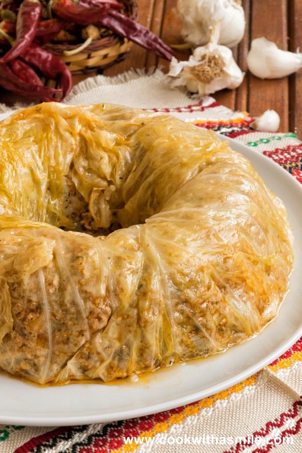 мързелива сарма в кексова форма голяма сарма с кисело зеле