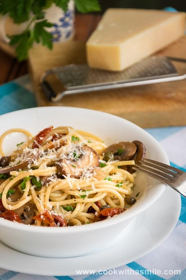 бърза рецепта за спагети с гъби и сушени домати