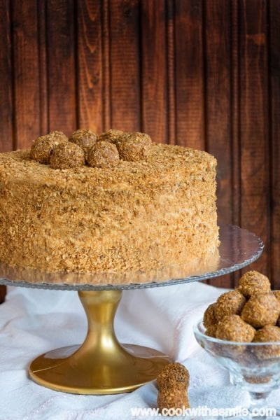 Медена-торта-с-карамелен-крем-и-кокос
