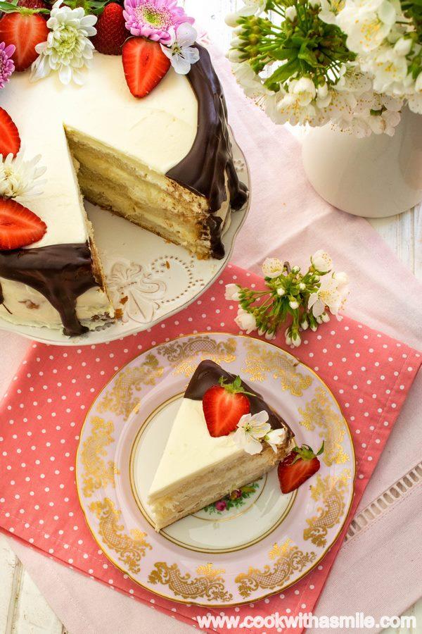козуначена торта с маскарпоне и ягоди