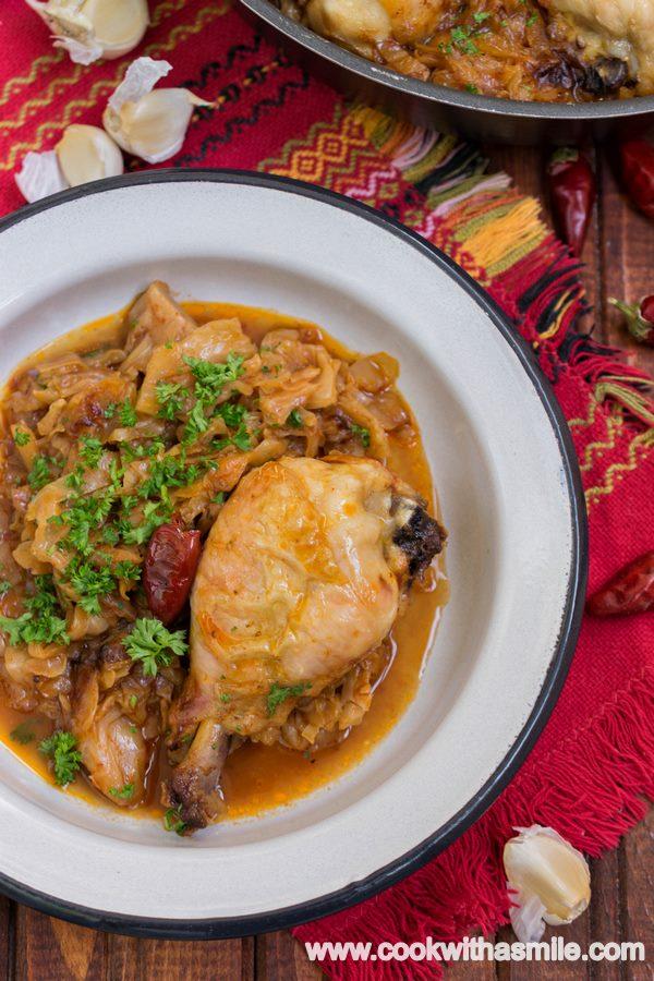 пиле със зеле на фурна