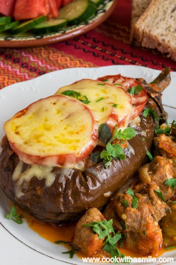 рецепта за пълнен патладжан със свинско месо