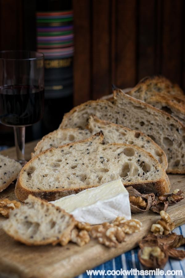 бял хляб с черен сусам