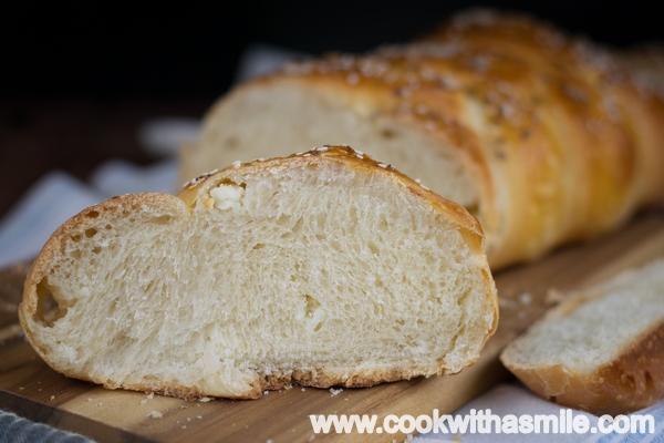 плетен хляб със сирене солен козунак