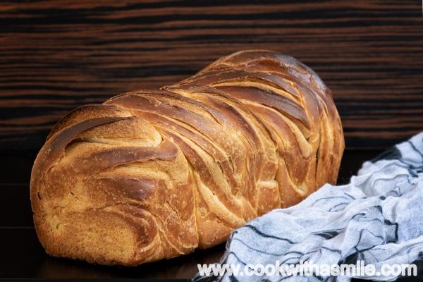 многослоен усукан хляб бриош