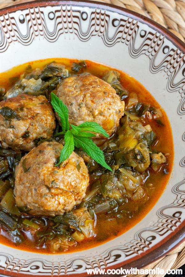 Яхния-с-кюфтета-и-зелен-лук-рецепта