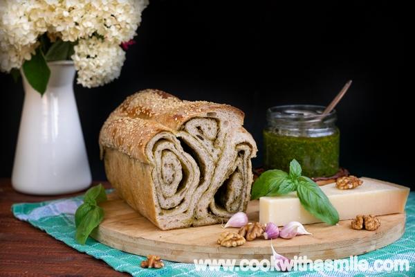 рецепта за хляб с плънка от песто стъпка по стъпка