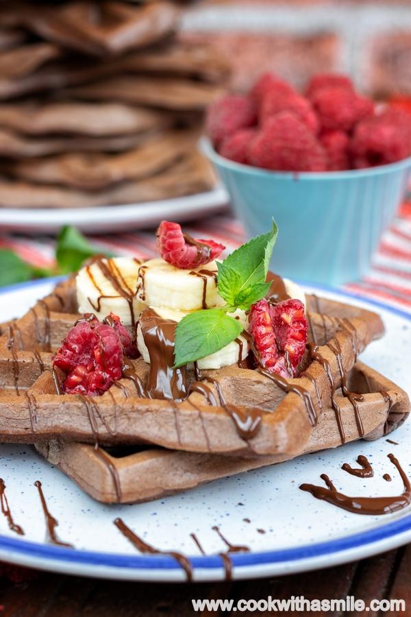 шоколадови-гофрети-с-банан-и-малини