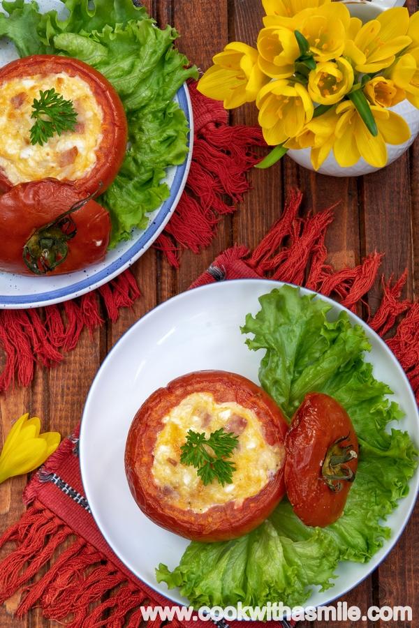 лесна рецепта за пълнени домати с яйце и сирене