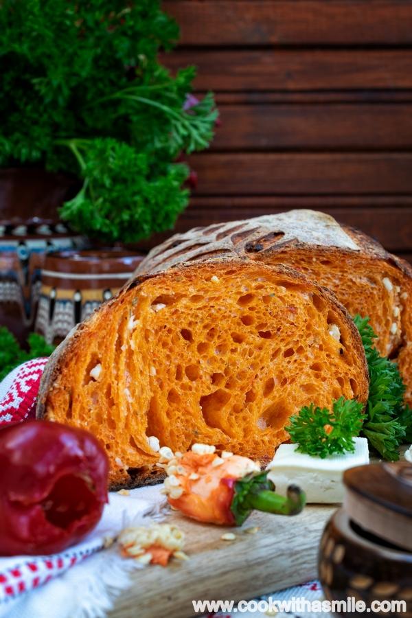 хляб с печен пипер и сирене